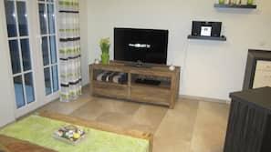 Fernseher, DVD-Player, Stereoanlage