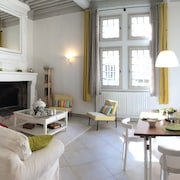 Character Duplex in the Heart of Uzes With Garage