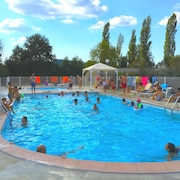 Espalion, Pleasant Accommodation for 5 People, Heated Swimming Pool, Ideal for Families