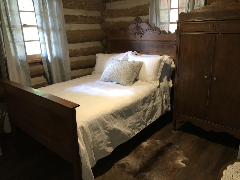 Rustic Log Cabin Recently Renovated Loft Stone Fireplace Fire