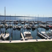 The Boat House II: Cozy Condo.amazing View of Lake Charlevoix .town/beach/pool