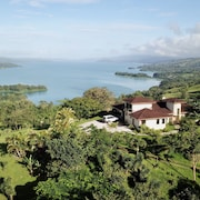 Large Confortable Villa for the Best Experience on Lake Arenal