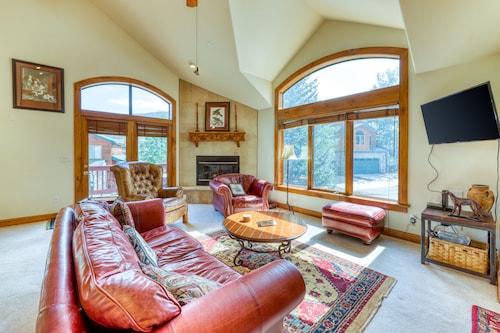 NEW Listing! Spacious Townhome With Mountain Views & Jetted tub - Skiing Nearby