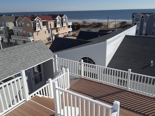 4 BR Beach Block Townhome With Roof Deck and Ocean Views