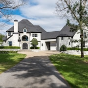 Luxury Estate IN Northwest Arkansas. Close to I-49 Exit. Easy Drive to U of A