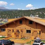 Mountain Urban Chalet in Town Book now for Cu/naropa Graduation!