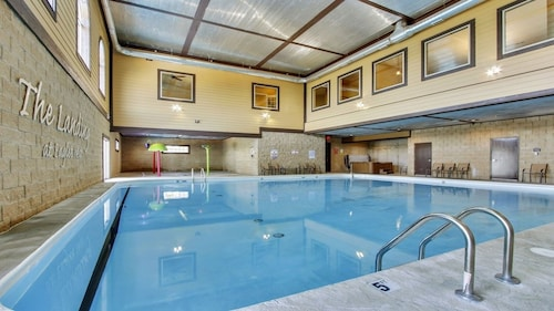 Luxury Condo Sleeps 9 Next to Silver Dollar City, Indoor/ Outdoor Pools