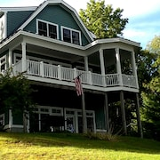New Well Built Elegant Home on the Water 2 Miles to Freeport, 9 to Portland!