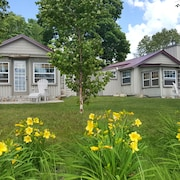 Lake Paradise Cottages - Family Friendly Getaway