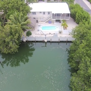 Waterfront Oasis Legal Weekly Rental Heated/chilledpoolmins2beach
