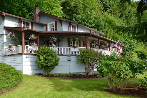 Great Place to stay A Wonderful 3 Bedroom/2 Bath, 3166 sq ft Beach Cottage That Sleeps 10 or More! near Port Orchard