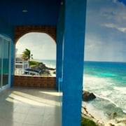 Relaxing 3 Bdrm Ocean Front Villa w 2 Master Suites + Jacuzzi + Amazing Views!