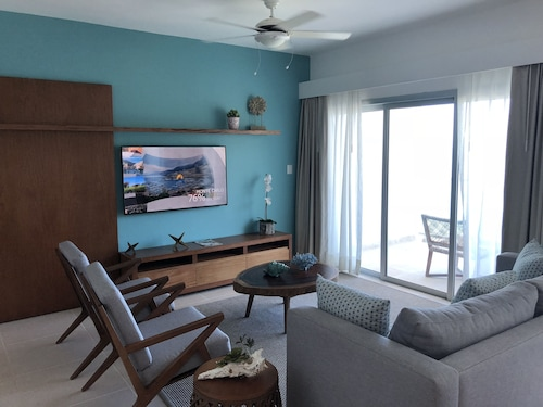 Imperial Suites by Lifestyle 3 Bedroom Ocean View Suites With VIP Access