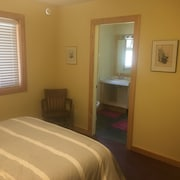 Gabriola bed and Breakfast Near Silva Bay Marinas. Private Room With Ensuite ñ