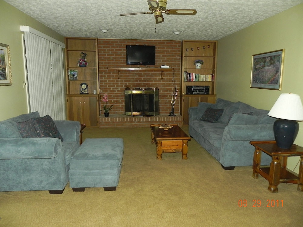 Living Room, Amazing Lake View Home, Fire Pit, Grill, Fireplace, Close to Boat Ramps