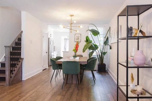 Queen West Bright & Spacious Home