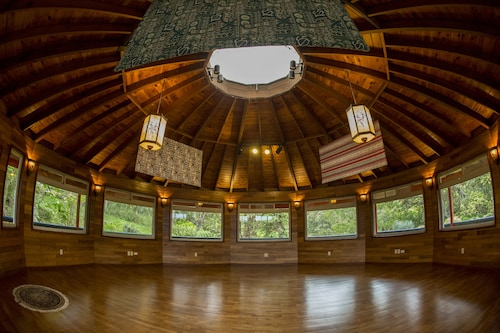 Hamakua Eco-lodge Retreat Center in a Remote Conservation Forest