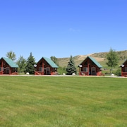 Ostrum Bunkhouse: #2 Cabin -lena's Cozy Montana Cabins in the Heart of Montana