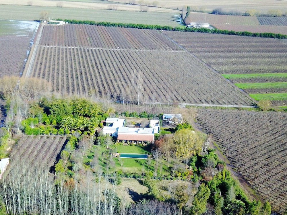 , Ideal Luxury House in the Chilean Wine Valley