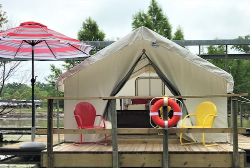 A Floating Safari Tent - Glamping St. Louis-paddler's Rest