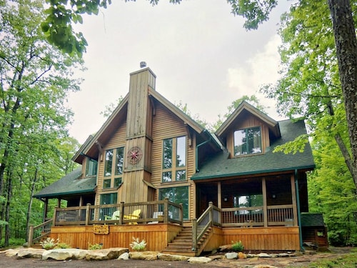 Petoria Lodge - 5 Bedroom Lake Area Home With Hot Tub and Community Pool