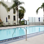 Resort Style Apartments near UCLA
