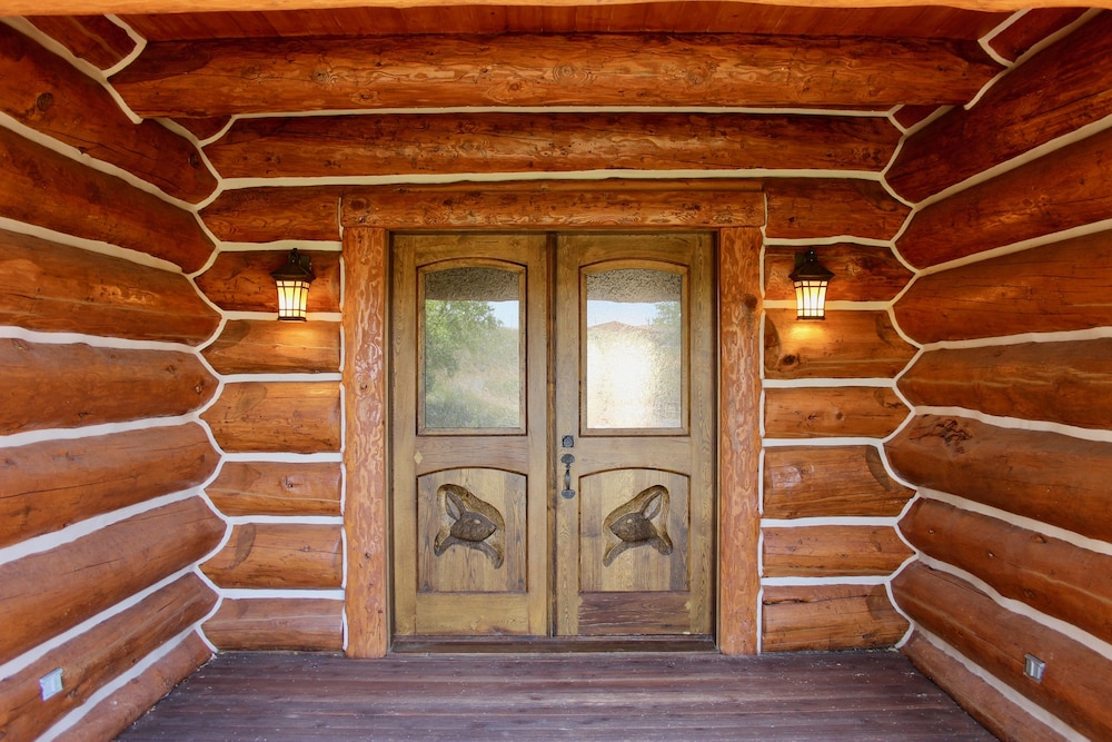 Interior, Large, Picturesque Luxury log Home for the Whole Family