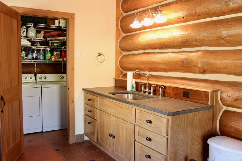 Laundry Room, Large, Picturesque Luxury log Home for the Whole Family