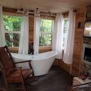 Treehouse Place! Enjoy the Forest and Wildlife. Featured top 10 Treehouse in US!