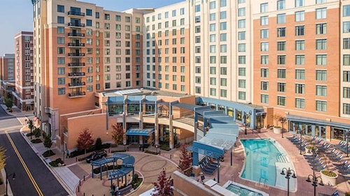 Summer Vacation in DC! Convenient Location at National Harbor Resort!
