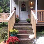 Restored 1945 Farmhouse. Walk to the Chasm! Minutes to Lake Champlain and Placid