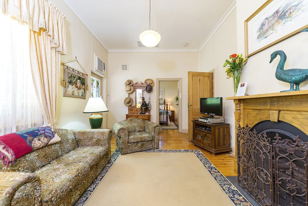 Living Area, TANUNDA COTTAGES