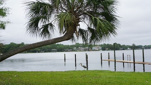 Waterfront, Private Dock, Only 10 Minutes From Beautiful White Sand Beaches