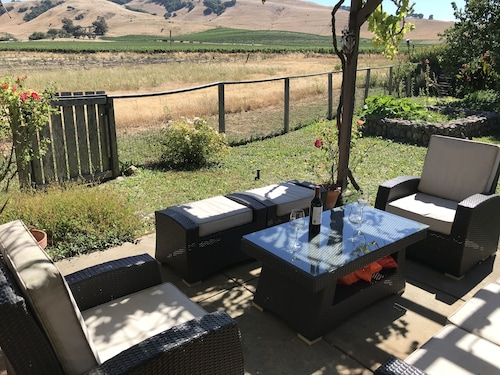 Sonoma Solstice Retreat, Stunning Valley Views in the Heart of a Vineyard