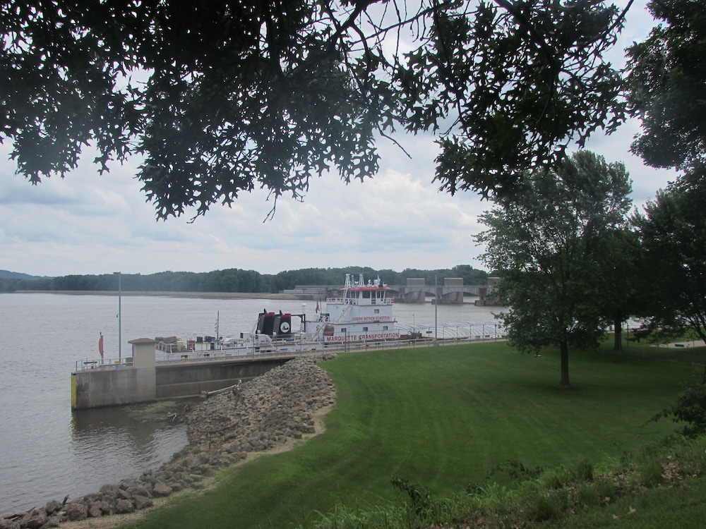 , View the Mississippi River From the Front Deck!