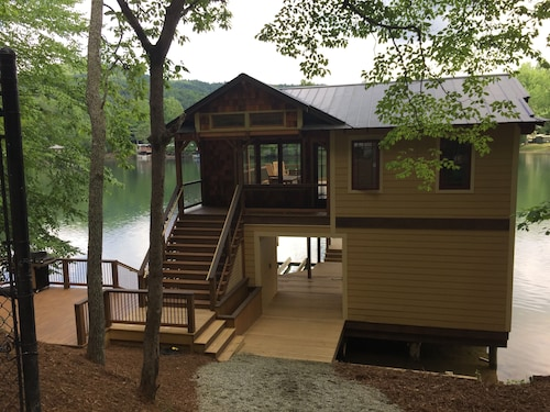 Newly Renovated Lake Cabin With 20 Foot Nanawall Window... Designers Dream
