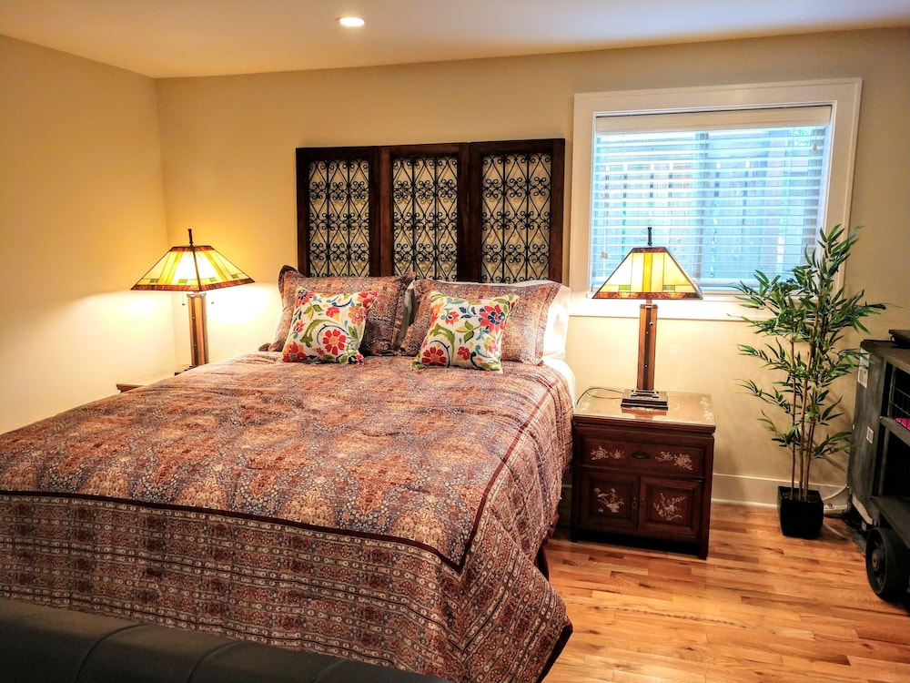 Charming Garden Studio Cottage In North Green Lake Seattle Hotel Rates Reviews On Orbitz