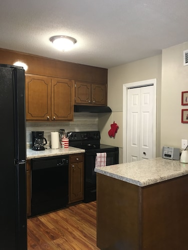 Cute 2 Bedroom Condo Near High Point University Furniture Market In Greensboro Hotel Rates Reviews On Orbitz