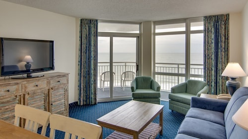 Oceanfront Suite for 10 + Balcony 18 Fun Water Features On-site!