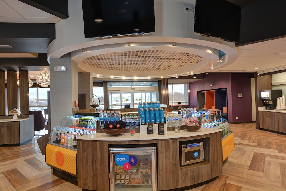 Snack Bar, Tru by Hilton Shepherdsville Louisville South