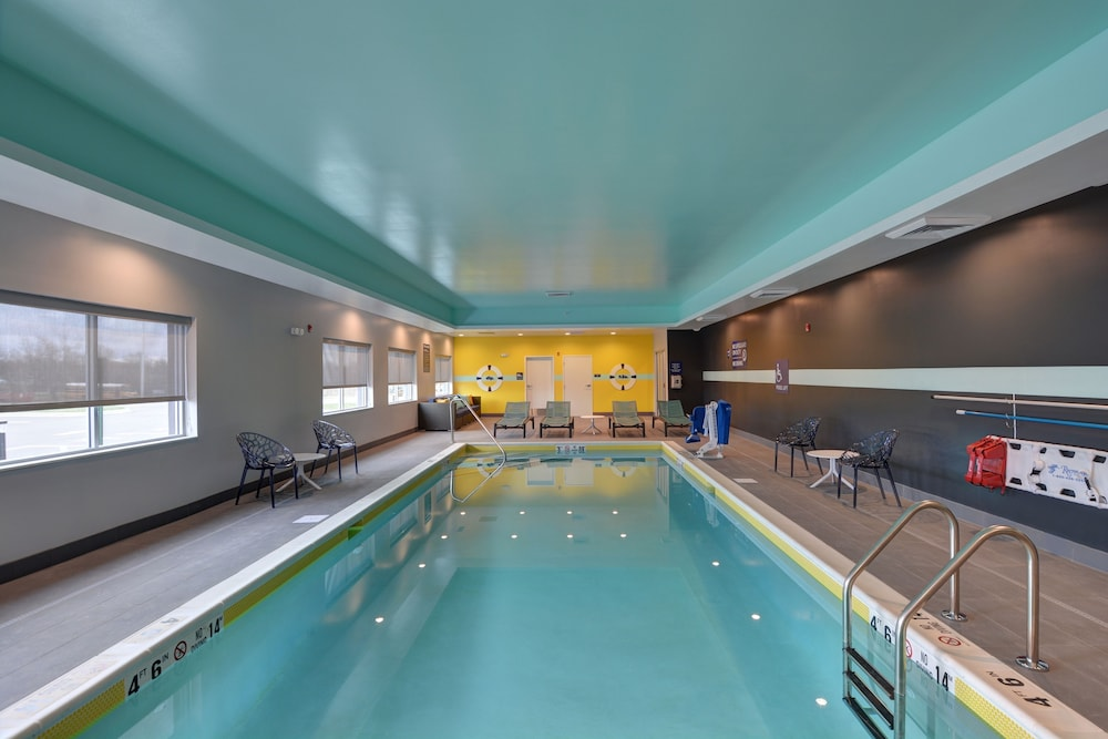 Indoor Pool, Tru by Hilton Shepherdsville Louisville South