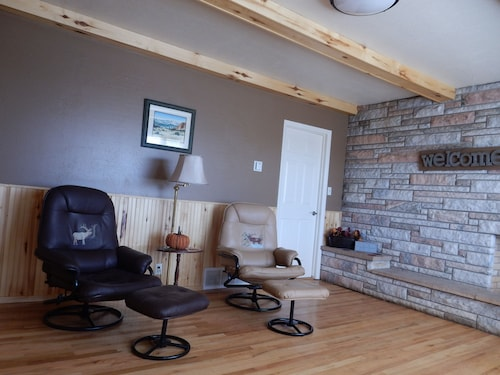 Great Place to stay Stay Here , UW Football or Basketball Games, Snowmobiling, Skiing, Snowshoeing near Laramie