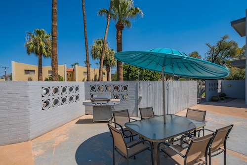 2BR Scottsdale Apartment by WanderJaunt