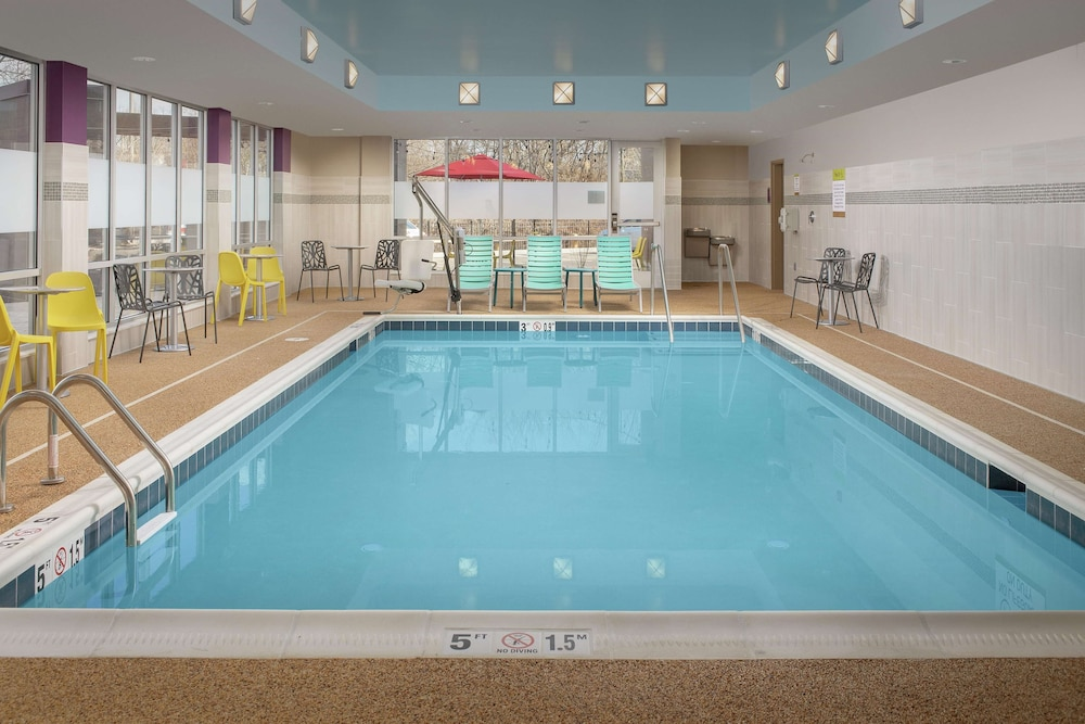 Pool, Home2 Suites by Hilton Edison, NJ