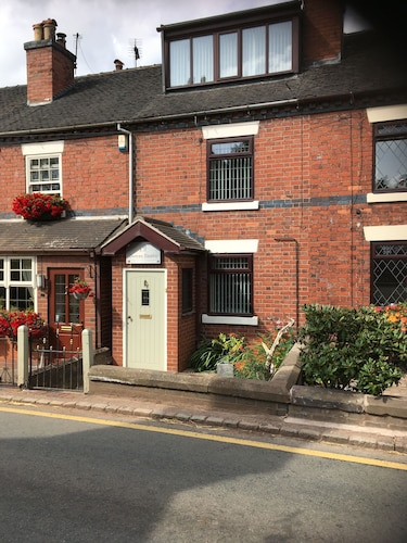 Downs Banks is a Spacious 3 Bedroom Cottage in the Heart of Beautiful Barlaston