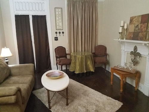 Historical Bywater 2-Room Suite w/private entrance and bathroom.