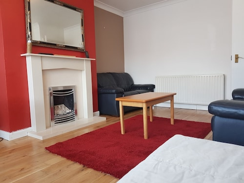 Delightfull Property to Enjoy Situated 10 Mins Drive to City Centre