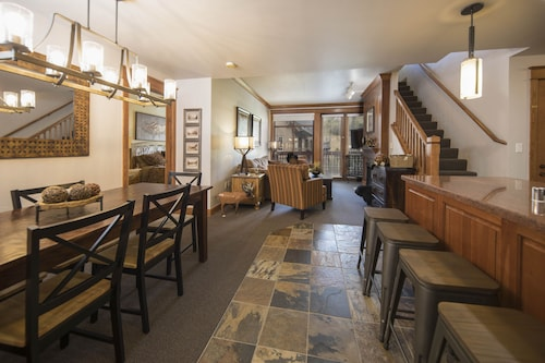 Beautiful 3br/3ba Mill Club Condo - Steps From the Lift