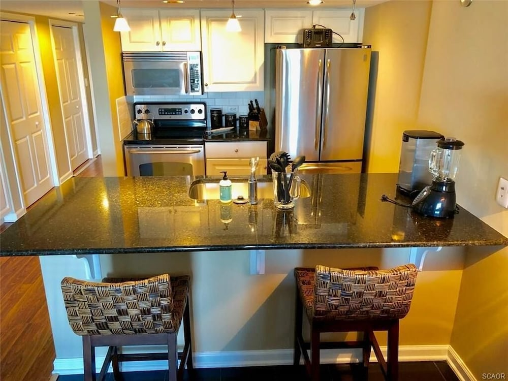 Private Kitchen, Come see Beautiful Fall Sunsets Over the Bay! Amazing off Season Rates!