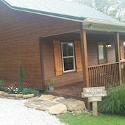 Come Enjoy This Newly Built Hillside Country Cabin Located Near Buffalo River